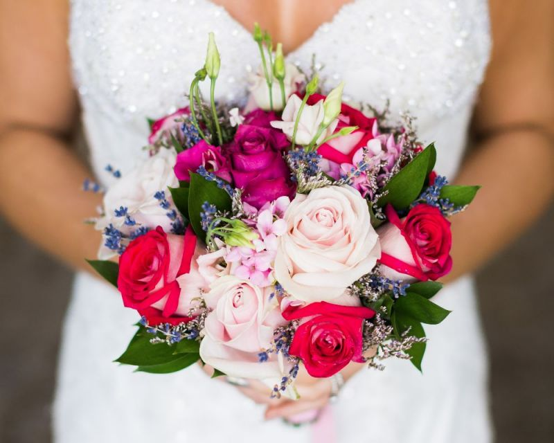 Bride's image with bouquet